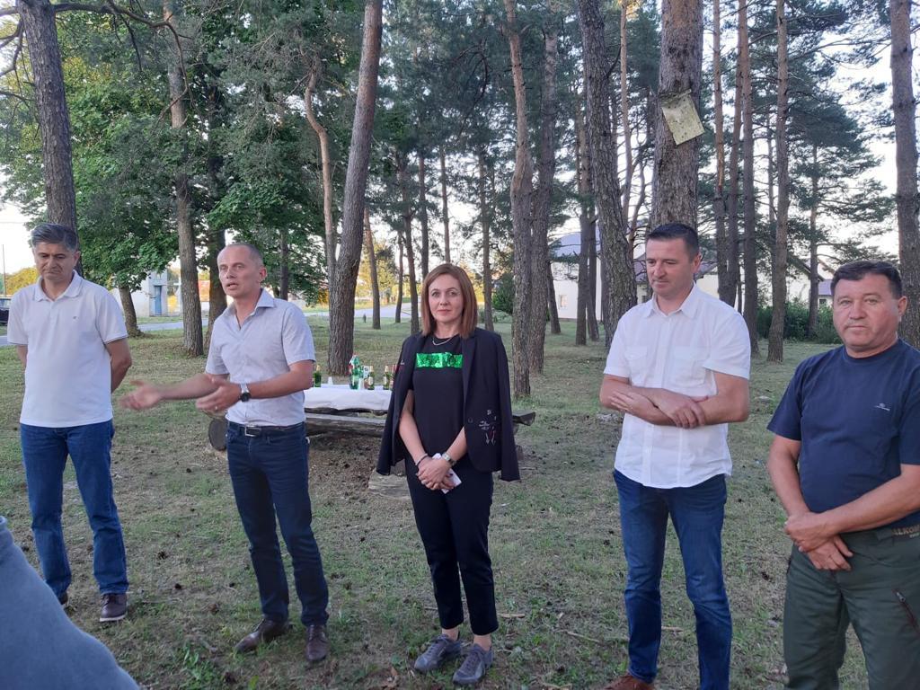Anita Pocrnić-Radošević s građanima u Bilaju i Smiljanu