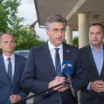 """Premijer Plenković u Gospiću:""""U mandatu ove Vlade za projekte u ovoj županiji izdvojeno 1,2 milijarde kuna""""!"""